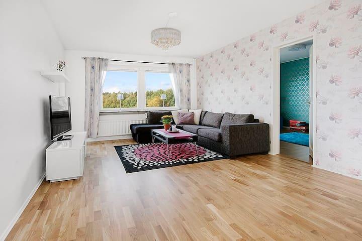Välkommen till en mycket fin trea - Upplands Väsby - Apartment