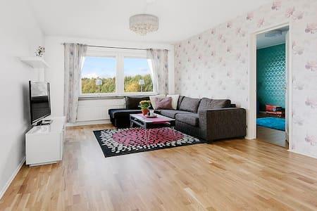 Välkommen till en mycket fin trea - Upplands Väsby - 公寓