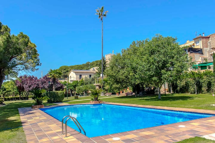 Catalunya Casas: Villa Santa Oliva: Two villas for up to 28 guests, only 10km to the beach!