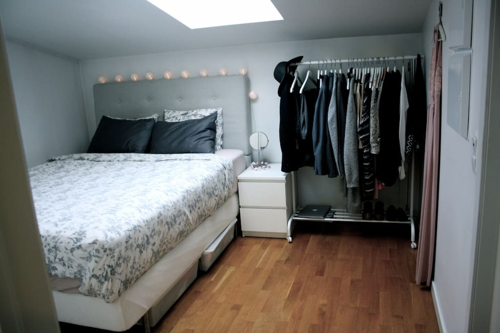 Bedroom with a very comfortable bed.