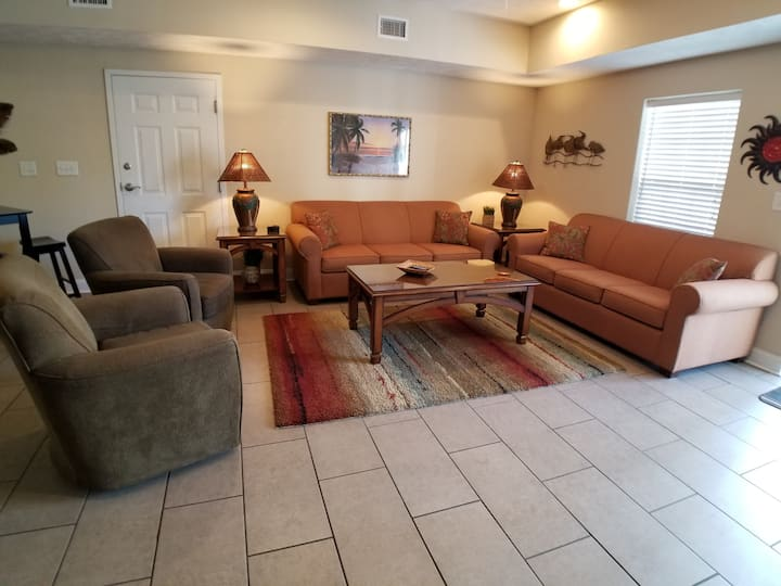 Beautiful 4BR Condo - Great for Families/Lg Group