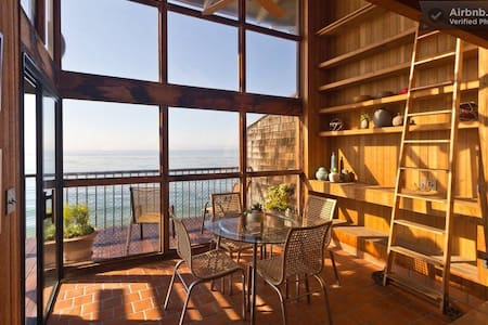 Oceanfront Summerland Beach House, Sweeping Views - Summerland - Talo
