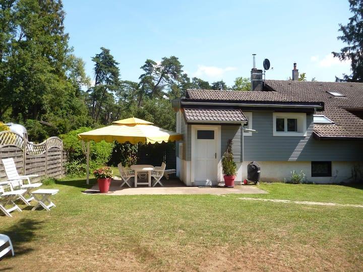 Petite maison proche du lac avec jardin clos