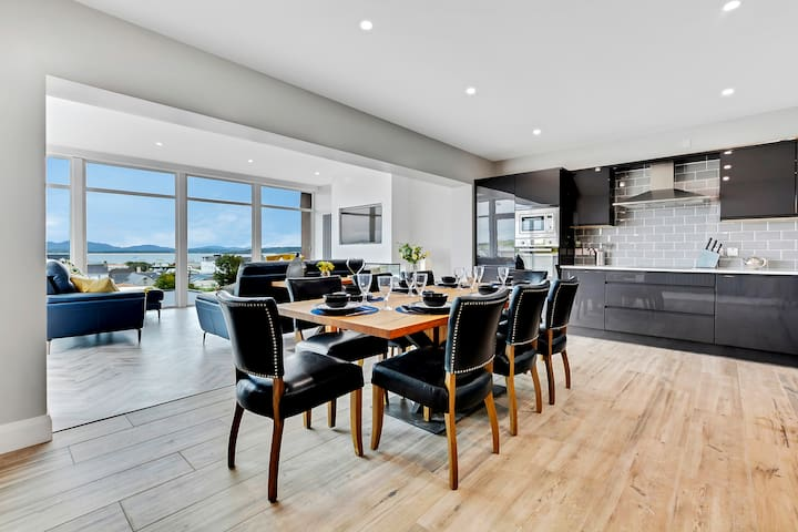 Bayview Downings - Luxury 4 Bedroom Penthouse