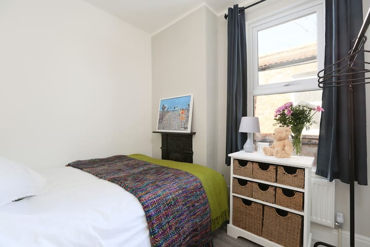 Comfortable double room, SW London 3 mins to tube - Londen - Appartement