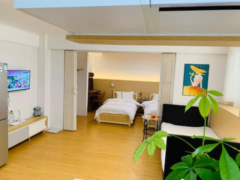 竹语民宿,新日式装修半地下透光,日本防火防潮技术屋内温馨舒适,50平户型三张单人床、独立卫生间洗浴间