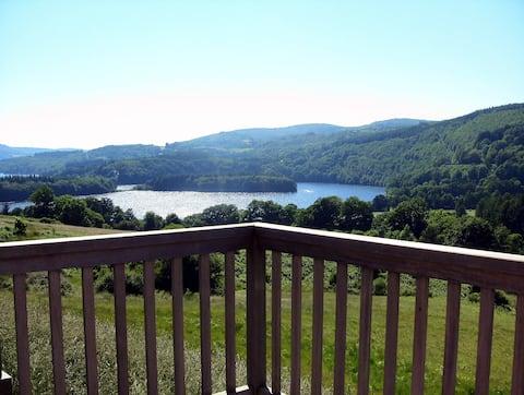 Gîte avec superbe vue sur le  lac de la Raviège