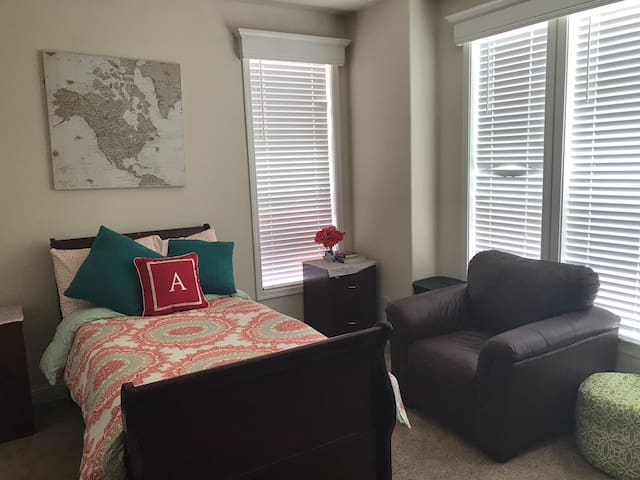 Sunny and clean comfortable and cozy large Bedroom