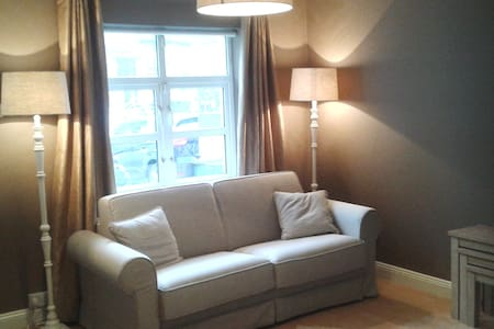 Luxury ground floor apartment in centre Malahide - Leilighet