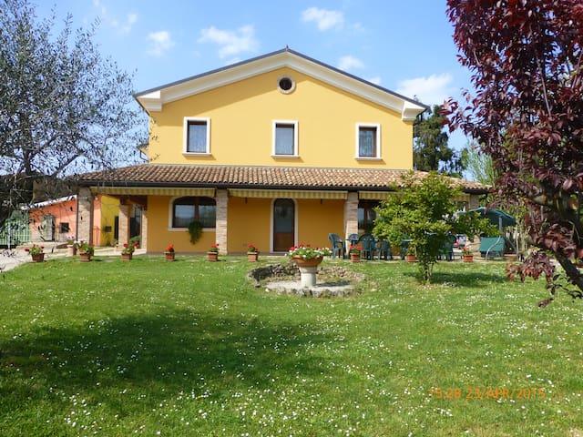 Alloggio in B&B a Vicenza - Marola - 家庭式旅館