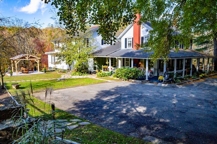 Awesome Property/Farmhouse In Beautiful Setting