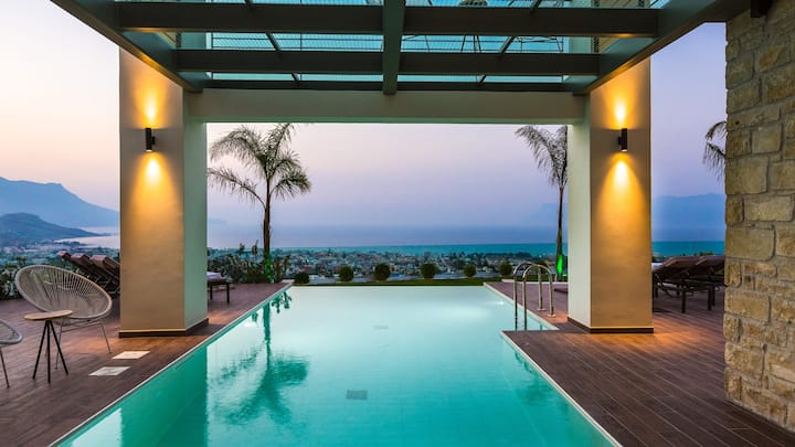 Villa Emilia I Heated pool, seaview, next to  town