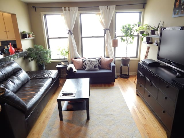 Charming, Artsy 2 Bedroom Apartment - Royal Oak - Leilighet