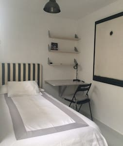 SINGLE ROOM IN CENTRAL PENTHOUSE - Barcelona