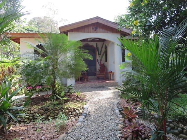 Casa Beauty and the Beach 2BD&pool! - Puerto Viejo de Talamanca - House