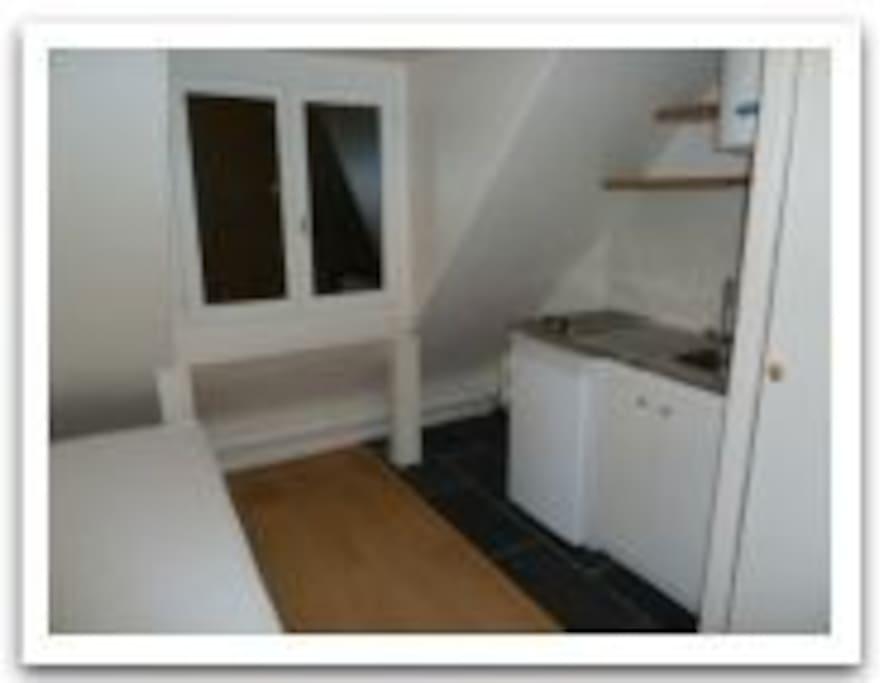 Kommer vara möblerad med: Soffbord, Klädhängare och köksredskap