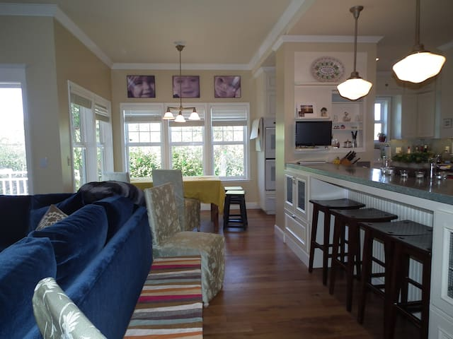 Open Den and Kitchen area with breakfast dining nook