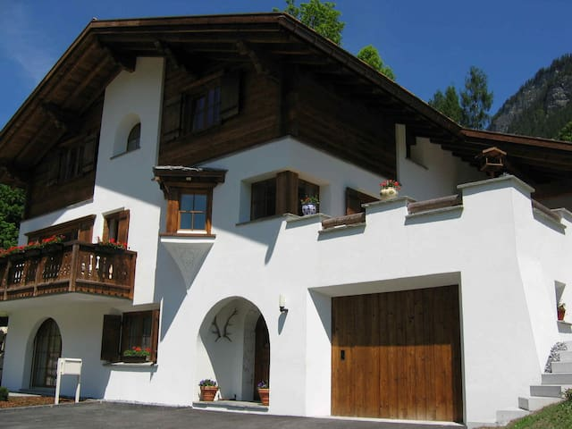 Traditional Swiss chalet (standard) - Klosters-Serneus - Bed & Breakfast