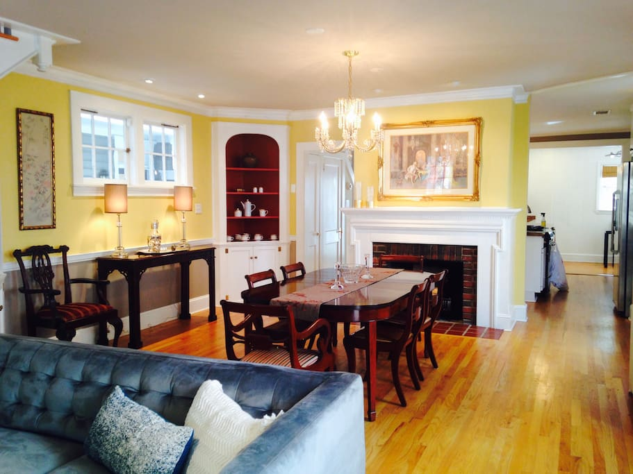Formal dining room (table extends to seat 10)