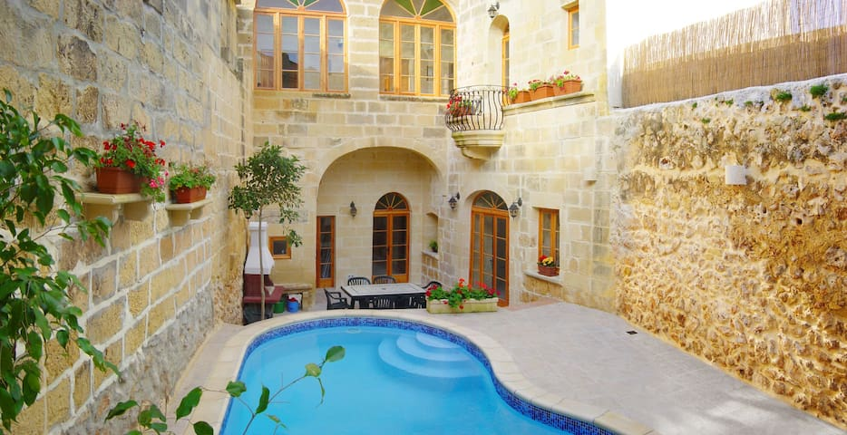 Gozo Farmhouse Relaxation with Pool - Xaghra - House