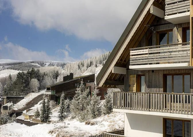 APPARTEMENT MONTAGNE SUPER BESSE - VUE IMPRENABLE