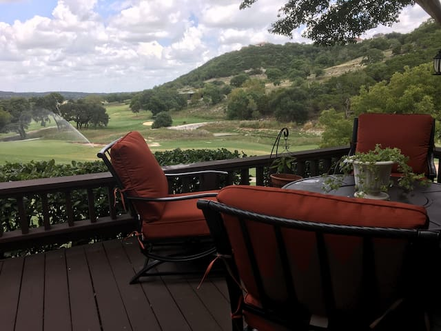 The Hill Country Oasis