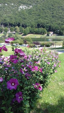 Villetta vista lago in parco privato