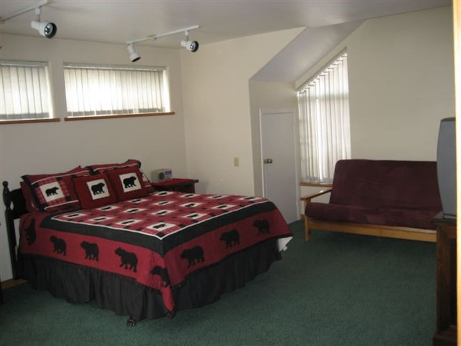 guest bedroom with queen bed, full futon and walkin closet and jack n jill bathroom