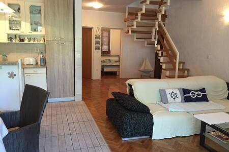 Very big and spacious apartment(6+2) in Krk at sea - Njivice