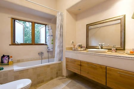 Private romantic provence room - Harashim - House - 1