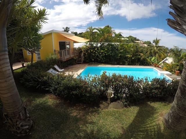 Lodge de standing meublé 2/4 p. avec piscine privé - Les Avirons - Faház