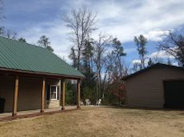 NEW, BEAUTIFUL & SECLUDED CABIN!! - Baldwin - Chatka