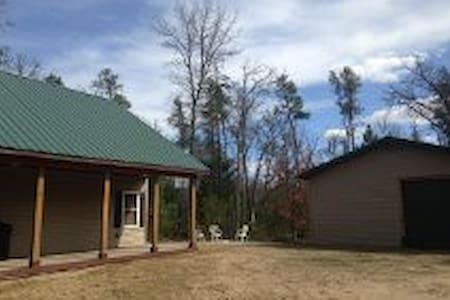 NEW, BEAUTIFUL & SECLUDED CABIN!! - Baldwin - Zomerhuis/Cottage