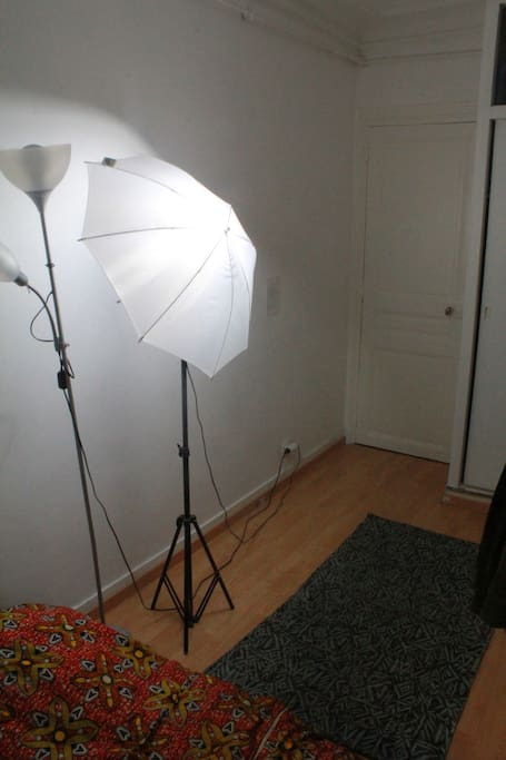 An arty decoration at night, using some photo's studio lighting