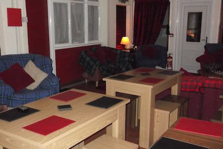Spacious large room with  dividers - Portnalong, Isle of Skye - Dorm