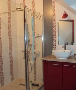 loue chambre( 60 euros par chambre) - Savigné-l'Évêque
