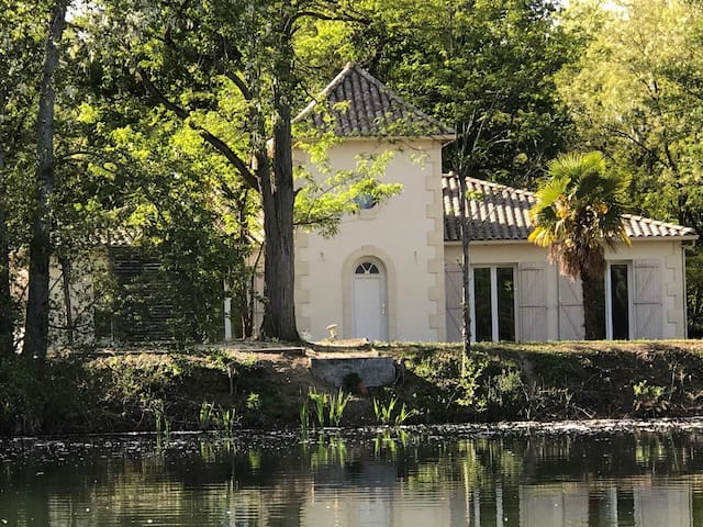VILLA ON A PRIVATE LAKE - Sablons - Villa