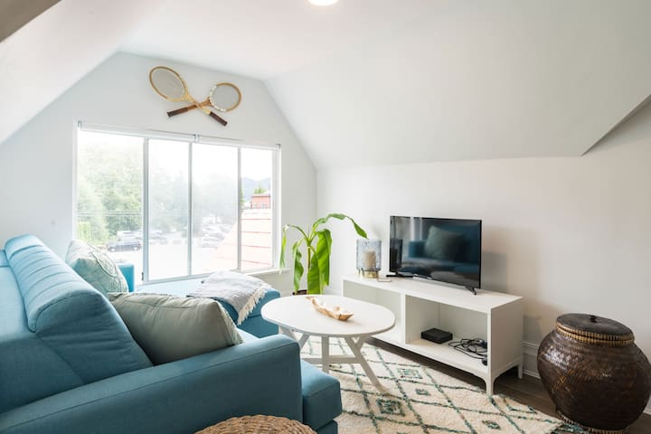 Cozy attic suite with ocean & mountain views