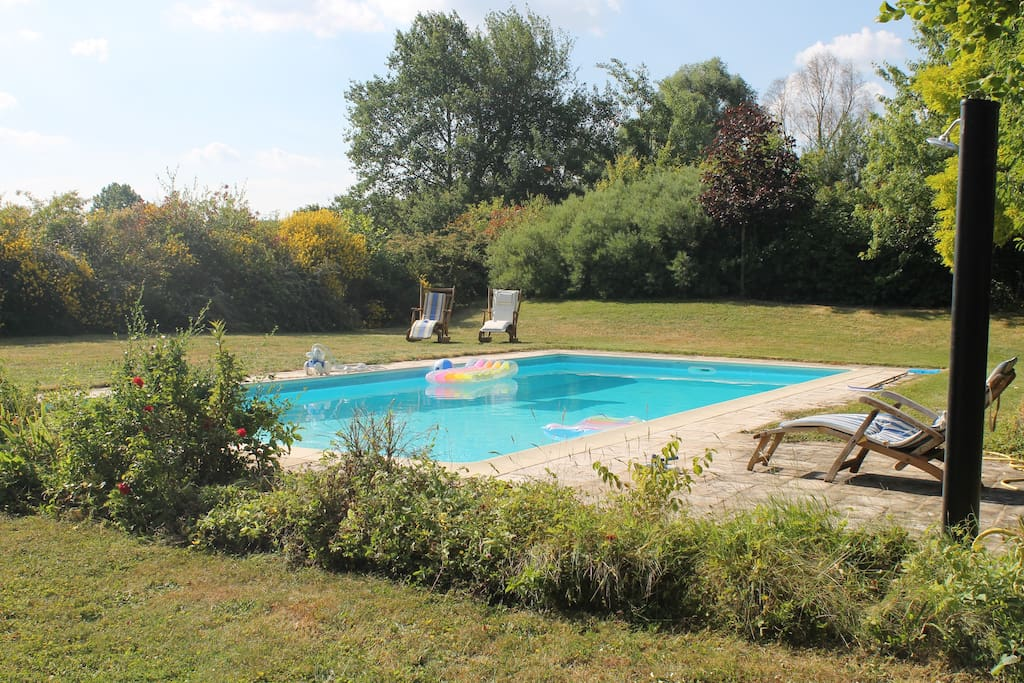 2 chambres maison calme bed and breakfasts for rent in for Piscine allonnes