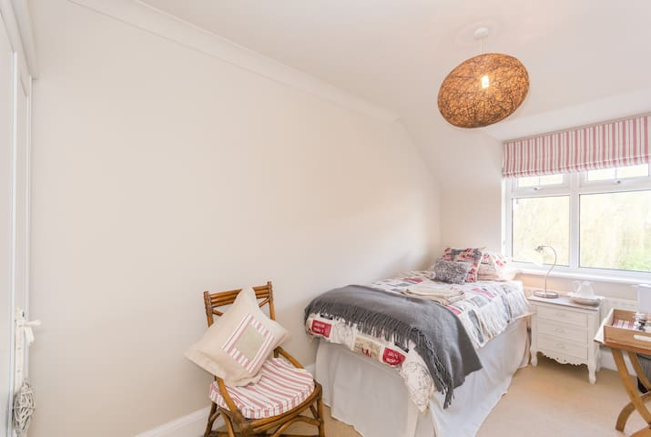 Beautifully light single bedroom - Oxford - Casa