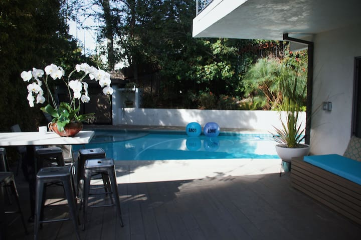 Ultimate Hollywood Guest Suite & Pool-Walk to Blvd