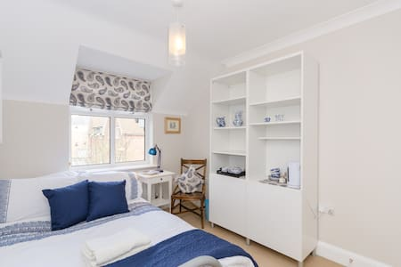 Bright double room - Oxford