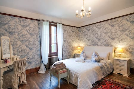 17c Chateau Quelennec B&B with Pool - Saint-Thégonnec - Slot