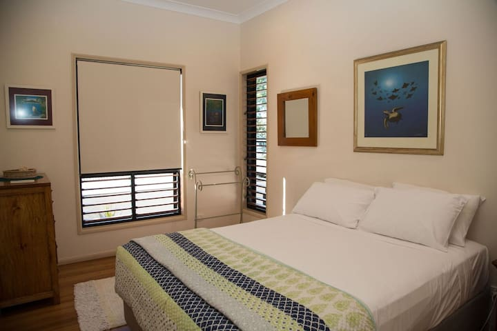 Frangipani Place - Wongaling Beach - 3rd queen bedroom