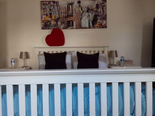 Bristol, Double room in quiet house