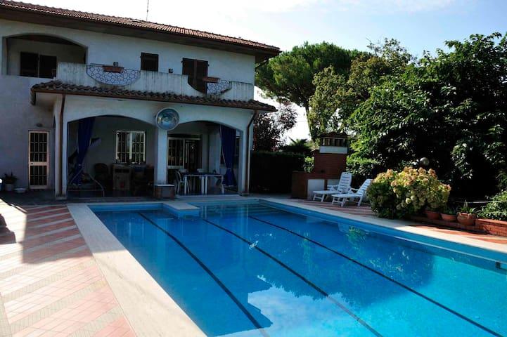 Villa con piscina - dogana - Villa