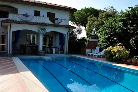Villa con piscina - dogana