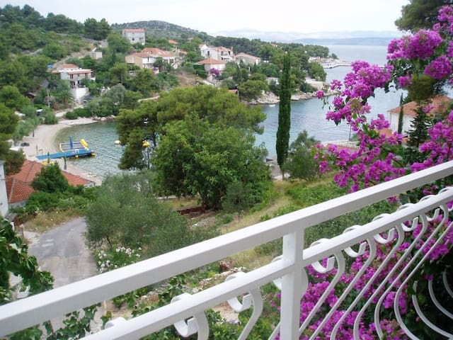 BEAUTIFUL HOLIDAY ON THE SEA - Rogač - Appartement
