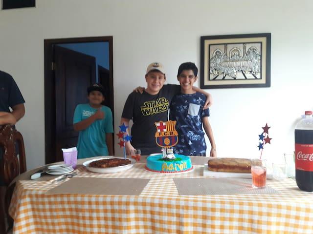 Casa Hostal Aaron Ballenero .Puerto Lopez Manabi