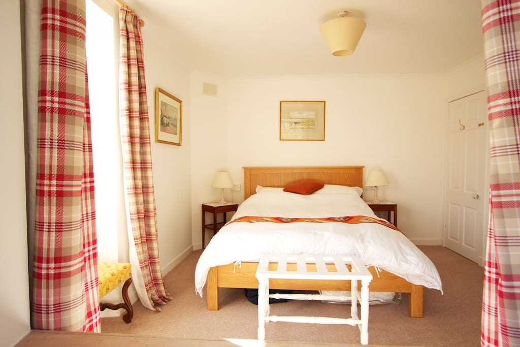 The light and cosy double bedroom features en-suite facilities and lovely open views towards the Crinan Canal and Knapdale Forest.